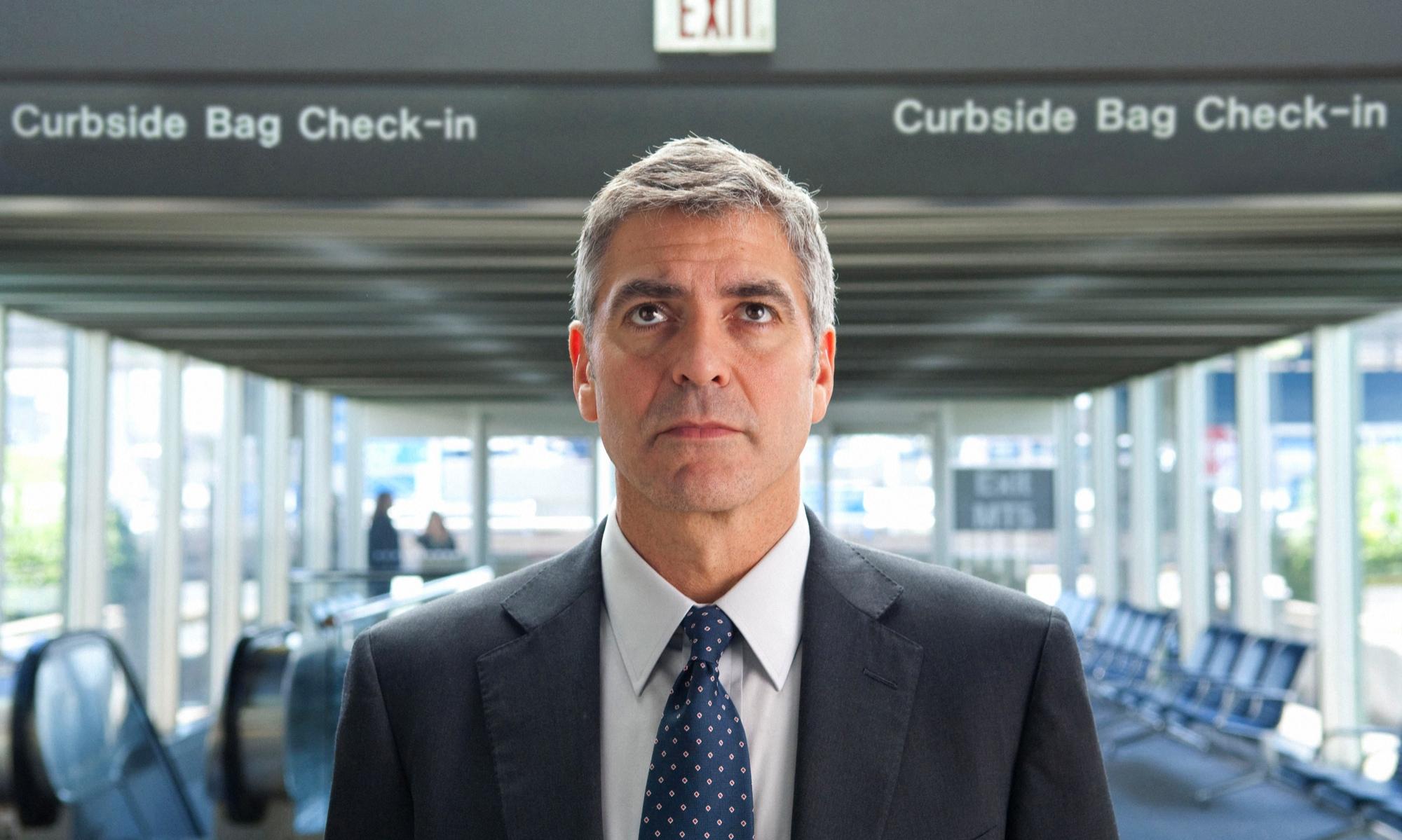 Picture of George Clooney (as Ryan Bingham) looking up
